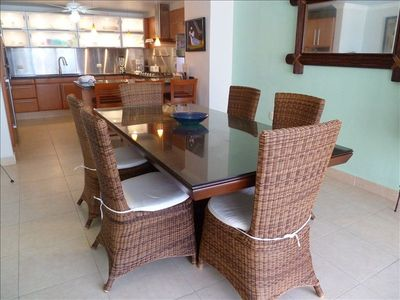 Cancun condo rental - Villa 324: Dining room and kitchen view.