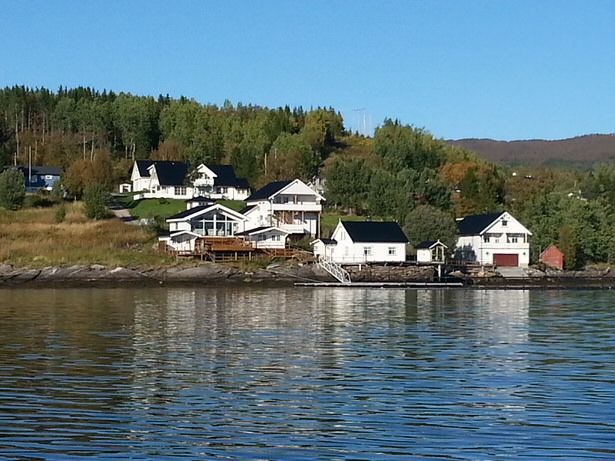 Beautiful apartment right on the fjord for 4 people incl. 25 hp boat