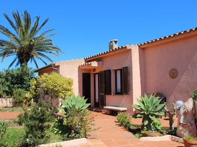 Charming cottage with a beautiful garden, La Maddalena