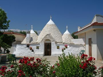 Ceglie Messapica house rental - Trullo Giovanna from the front drive