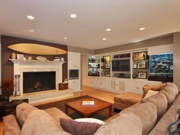 Family Room with Fireplace, Bar with Fridge, Sink and 100G Salt Water Fish Tank