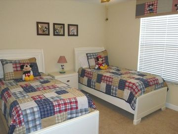MICKEY ROOM- 2 TWIN BEDS PLUS TV