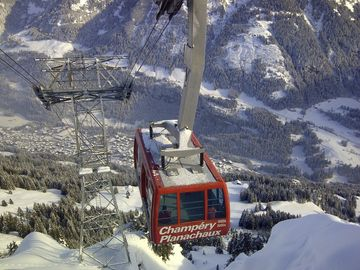 The telecabine with Champery down below