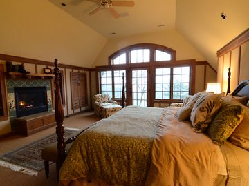 Upper floor North Master suite: King bed