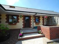A fabulous cottage with sunny rear terrace and great flexibility for families