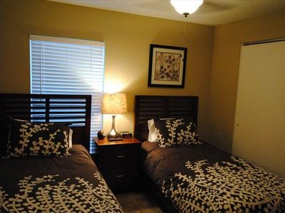 Twin bedroom #2 with 26' flat screen TV, clock radio with iPod dock, new beds