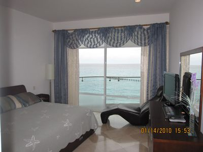 Cancun condo rental - Master bed room