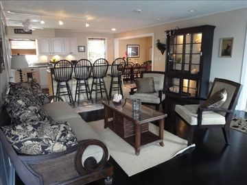 Dewey Beach house rental - Living Room to kitchen