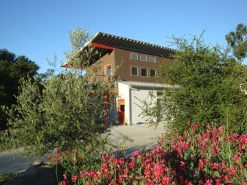 Ojai studio rental - Its the red door on the first floor