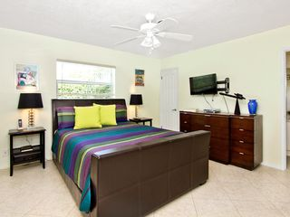 Fort Lauderdale house photo - Master bedroom with a queen size bed and private bath.