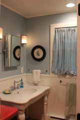 Pilot Knob cottage photo - Renovated main bath