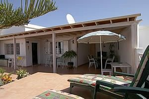 Comfortably furnished bungalow in a quiet area, 5 min to the beach by foot