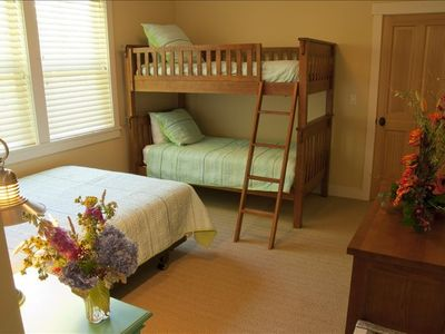 Cannon Beach house rental - Bedroom with queen bed and twin bunkbeds