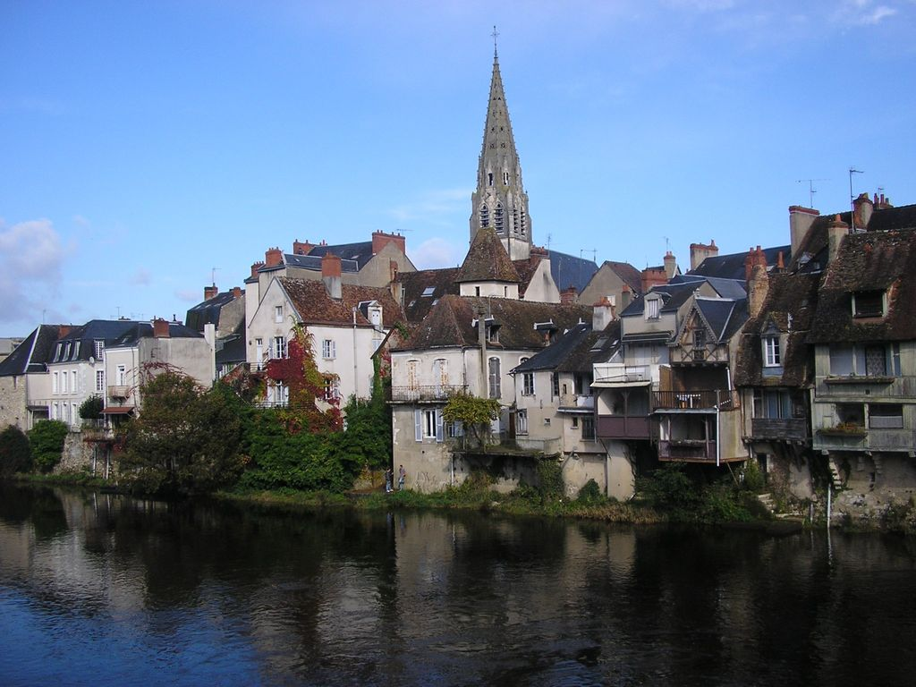 Medieval market town 2 5 hours south homeaway for Argenton sur creuse piscine