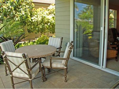Eat at indoor table or outside on the patio/lanai. No bugs!