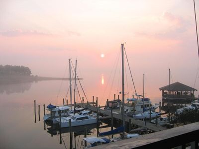 Bay view three bedroom penthouse in historic district overlooks Manteo Harbor