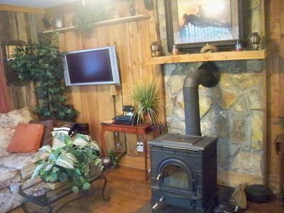 West Jefferson cabin rental - Livingroom