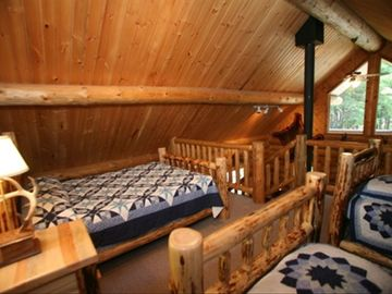 loft area in log cabin
