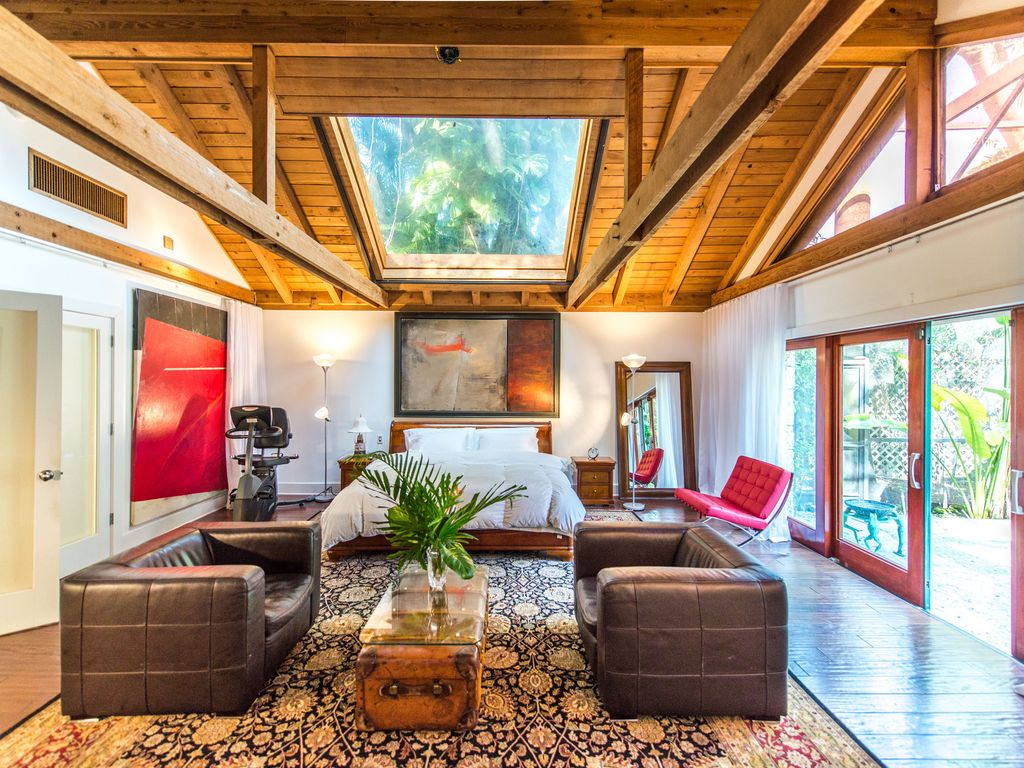 The Stone COTTAGE in prestigous SW Coconut Grove Tiny House