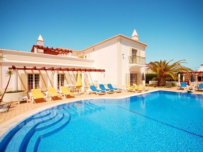 19% OFF! Villa divided in 3 apts, with wi-fi, large pool, close to beach