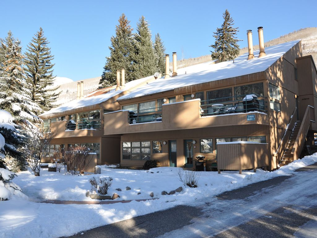 Convenient condo in east vail just steps from vrbo for Cabins for rent near vail colorado