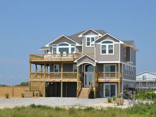 Magnificent semi oceanfront 8 bedroom homeaway carova for 8 bedroom vacation homes