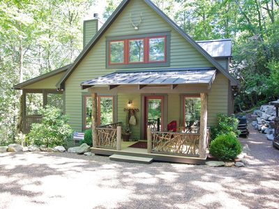 Less than 2 miles to town! Camp Carlee has flat parking and easy cabin access.