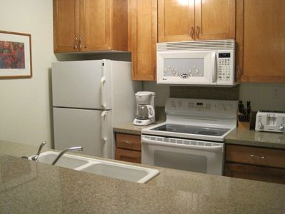 Kailua Kona condo rental - The fully equiped kitchen has dishwasher, ice maker, coffee grinder & much more