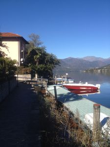 Beautiful apartment of 100 sqm with private garden directly on the lake