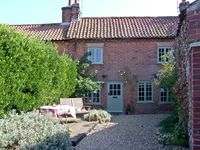 ROSE COTTAGE, pet friendly, with a garden in Docking, Ref 15362