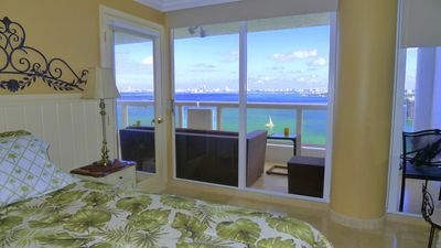 2nd bedroom . Bay view. TV cable. Play Station.  Shades.  MIAMI Vacation Rental