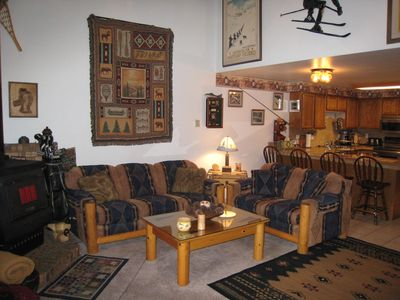 Mountain style condo, walk to Downtown and beach.