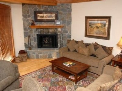 Vail condo rental - There is a spacious livingroom where your family and friends can relax and enjoy the gas fireplace