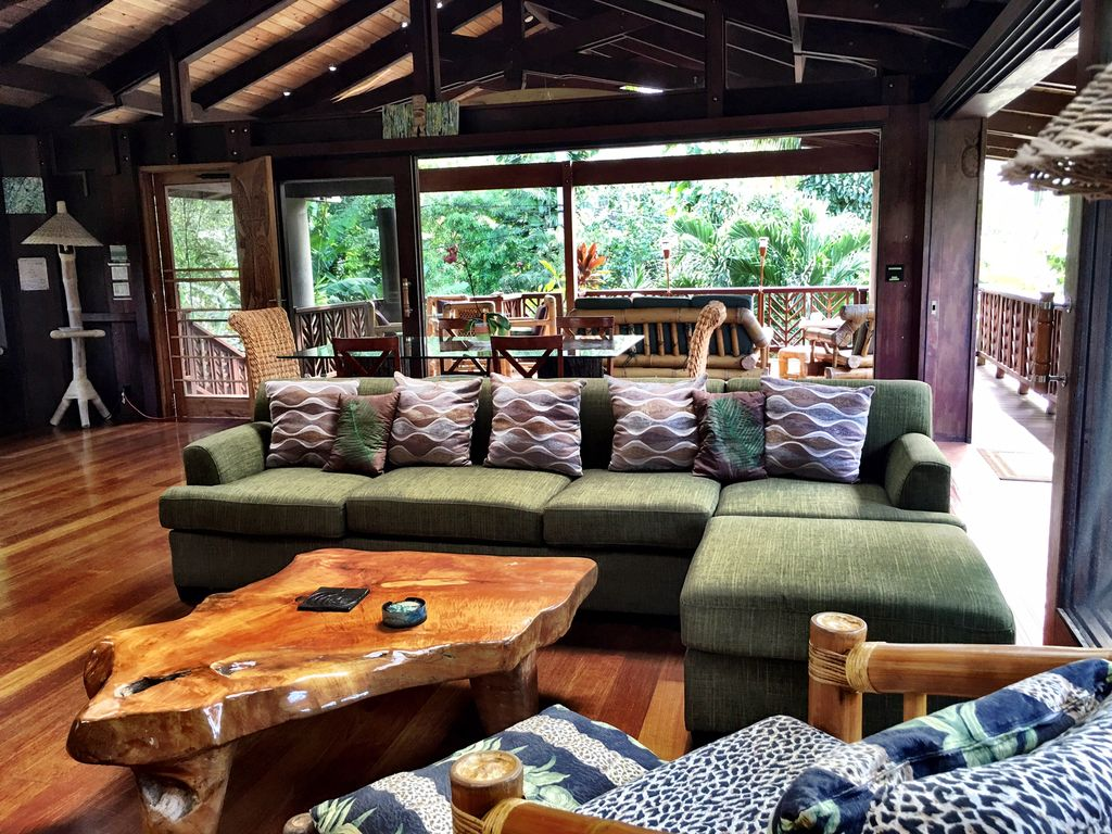In haena modern tropical hawaiian style vrbo for Hawaiian home decorations