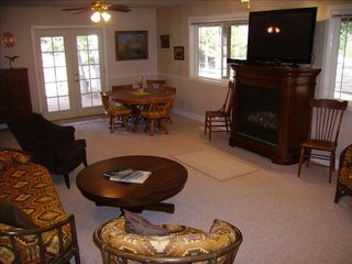 Lake Cle Elum house photo - Comfortable living room with flat screen TV