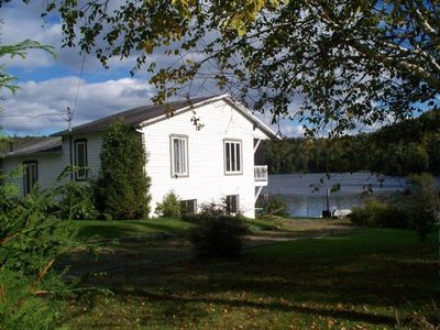 Chalet Quebec Canada: Breathtaking Waterfront Cottage- Recently Renovated