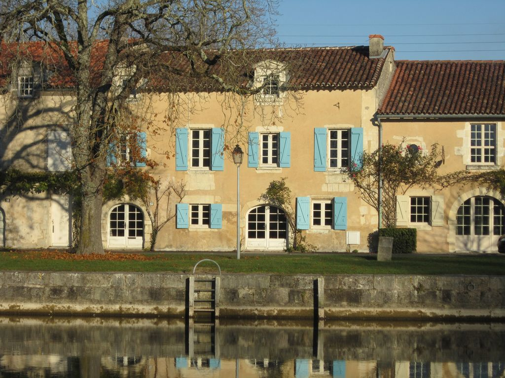 Saint jean d 39 ang ly ferieboligudlejning feriehus - Chambre d hote st jean d angely ...