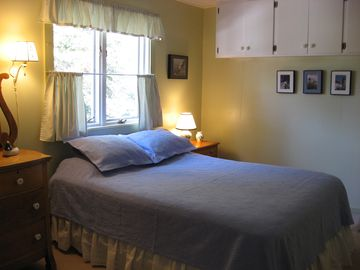 Double bedroom with queen bed