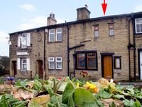 FOLLY COTTAGE, pet friendly, with open fire in Haworth, Ref 1687