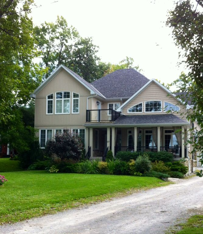 Exquisite custom built home with stunning views of Lake Simcoe