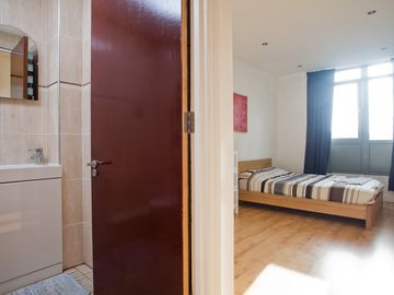 Flat 2 - Double bedroom with En-suite