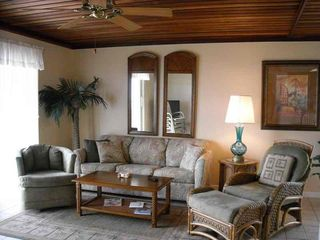 South Padre Island condo photo - Comfortable living room seating for 6