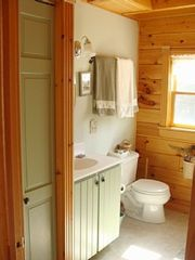 Trenton cabin photo - Downstairs bathroom: all bedrooms have a private entrance to a full bath.