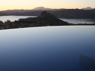 Valle de Bravo villa photo - Infinity pool with view of La Pena