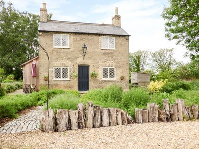 SHORTMEAD COTTAGE, family friendly in Biggleswade, Ref 23362