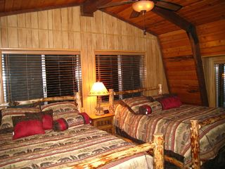 Big Bear Lake house photo - Upstairs Bedroom with 2 Queen beds