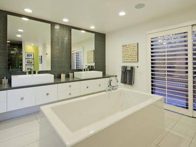 wonderful master ensuite with private outdoor shower too!
