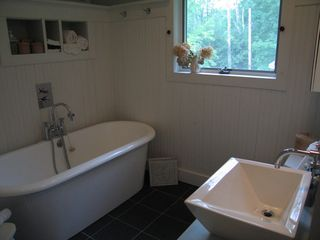 Woodstock cottage photo - The 6-foot soaking tub. Organic soap, bath gel, shampoo & conditioner provided.
