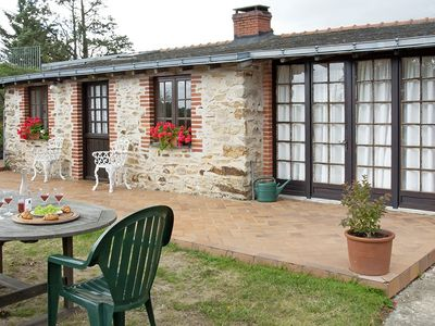 Between Saumur and Angers, cottages with pool in wine growing village - Layon