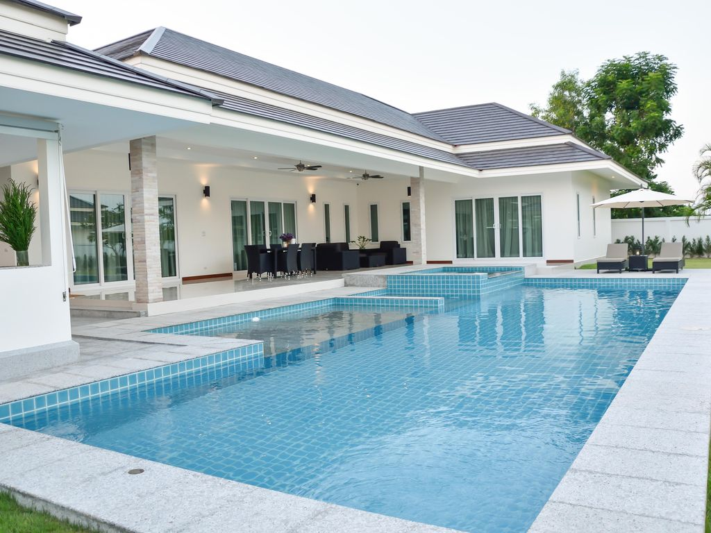 Luxury pool villa hua hin 3bedroom near beach vrbo for Big garden pools